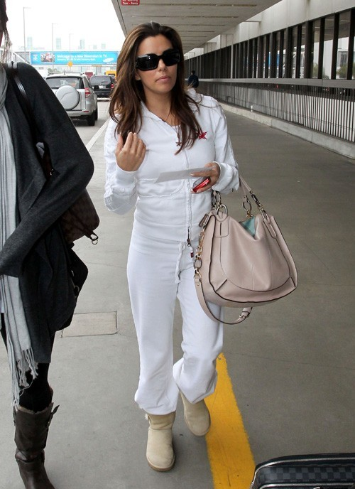 Hier à l'aéroport de Los Angeles, l'actrice n'a pas fait le moindre effort vestimentaire...