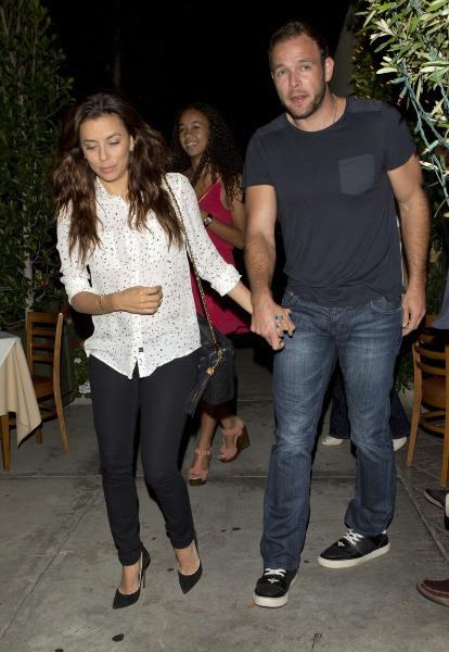Eva Longoria et Ernesto Arguello à la sortie du restaurant Ago à West Hollywood, le 24 juillet 2013.