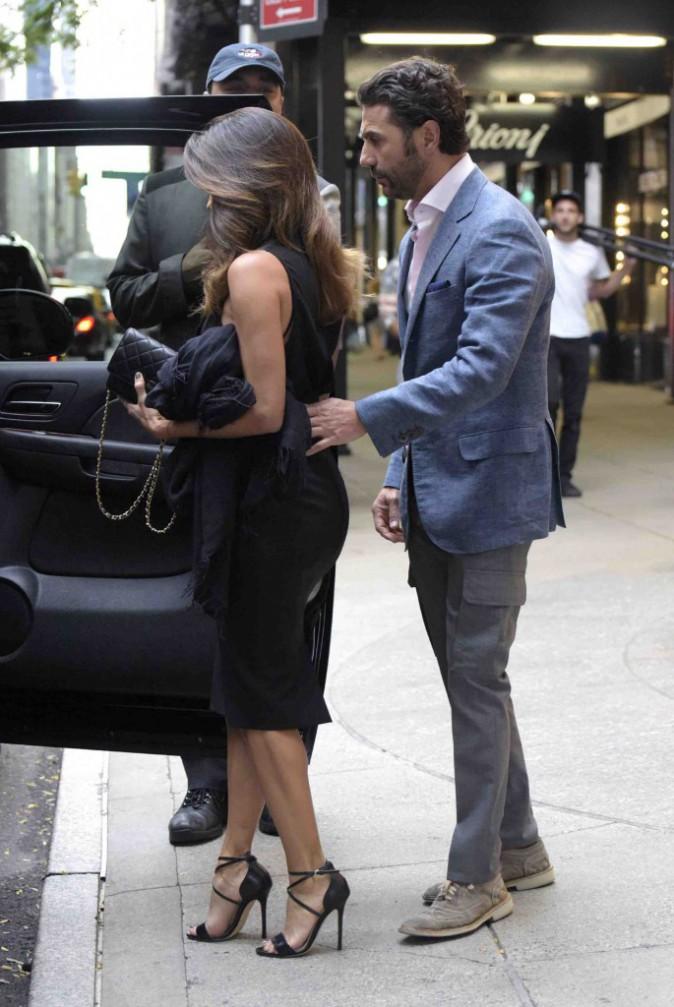 Eva Longoria : très chic pour un diner en amoureux avec Jose Antonio Baston !
