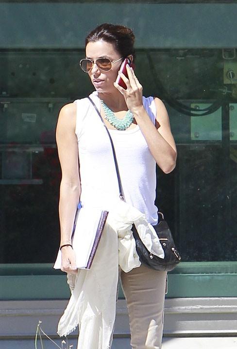 Eva Longoria à la sortie de l'université de Northridge le 17 septembre 2012