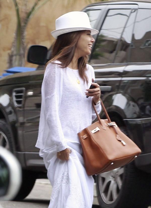 Eva Longoria à la sortie de sa maison de Los Angeles le 24 août 2012