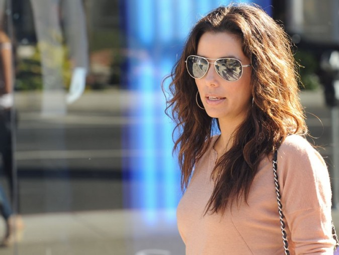 Eva Longoria en plein shopping dans le West Hollywood le 29 octobre 2012