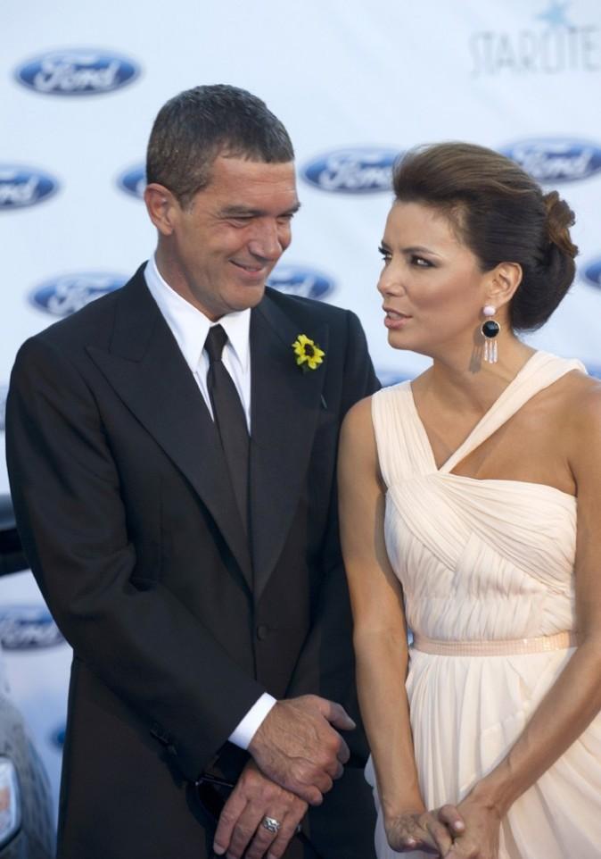 Antonio complètement sous le charme de la belle Eva !