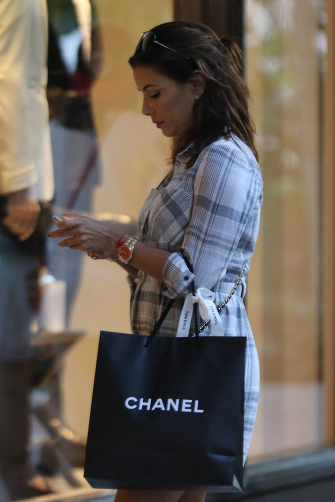 Photos : Eva Longoria : virée shopping avec son amoureux !