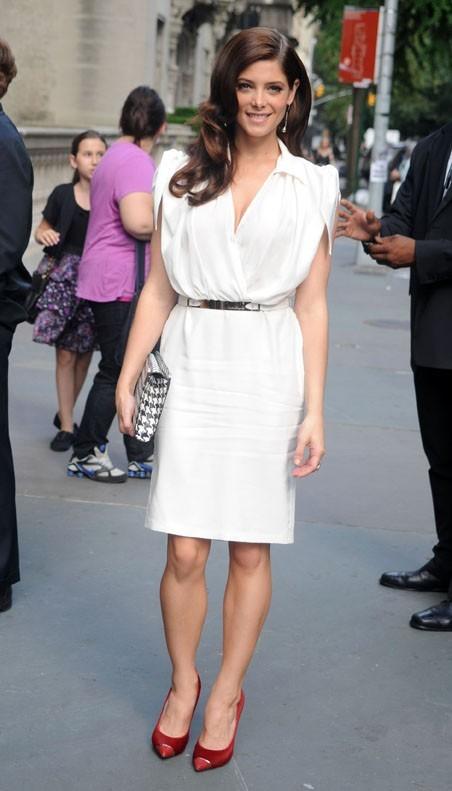 Ashley Greene lors du défilé Resort 2012 du créateur italien Slavatore Ferragamo à New York, le 28 juin 2011.
