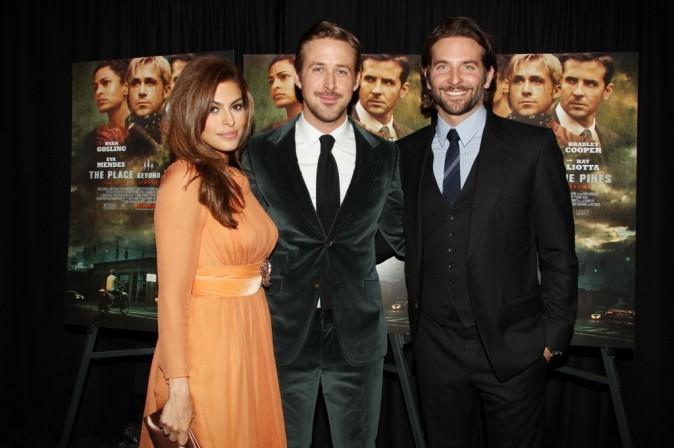 Eva Mendes, Ryan Gosling et Bradley Cooper lors de la première de The Place Beyond the Pines à New York, le 28 mars 2013.