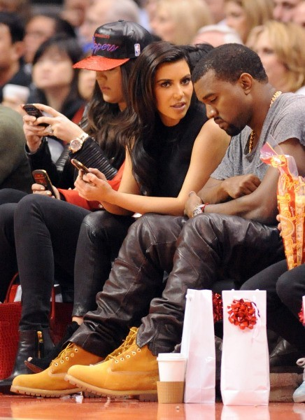 Khloe Kardashian et Kris Jenner lors du match entre les Clippers de Los Angeles et les Nuggets de Denver, le 25 décembre 2012 à Los Angeles.