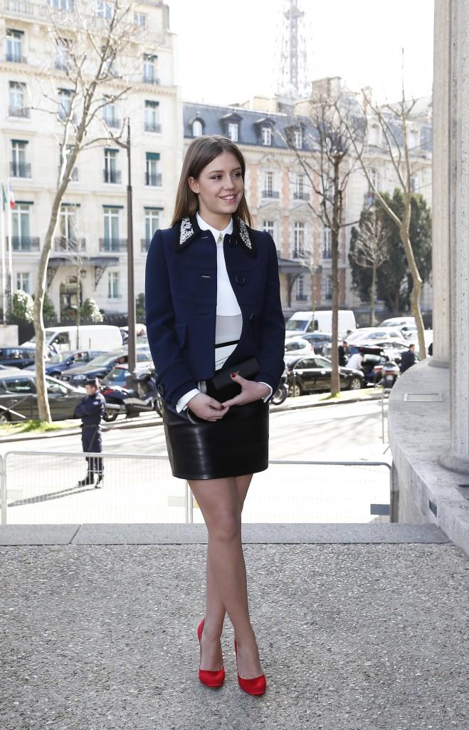 Adèle Exarchopoulos arrive au défilé Miu Miu à Paris, le 5 mars 2014.