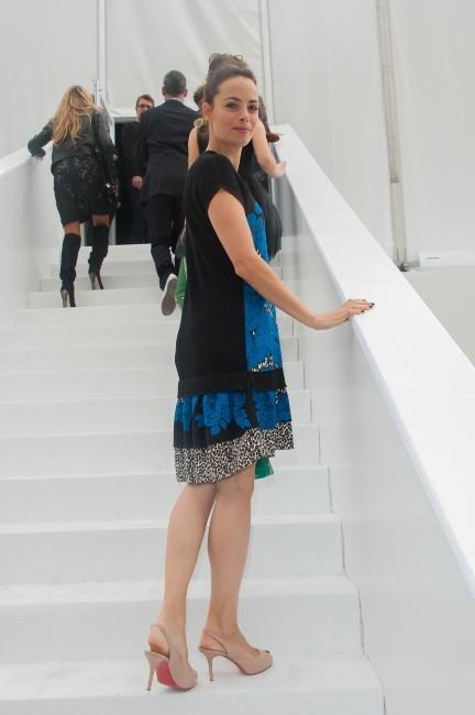 Bérénice Béjo lors du défilé Louis Vuitton à Paris, le 3 octobre 2012.