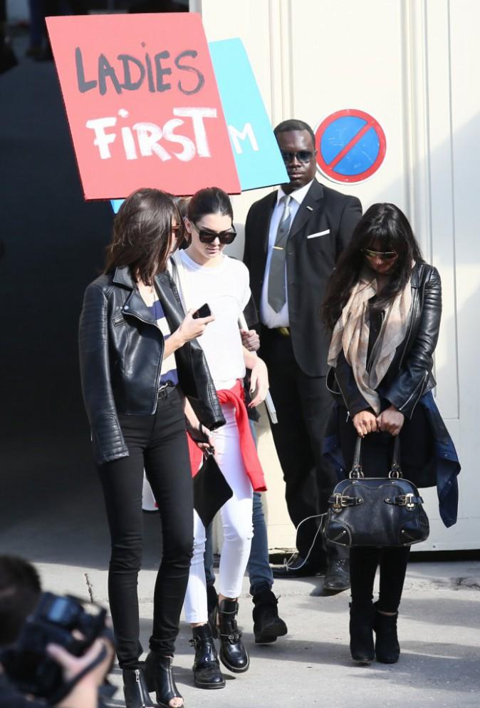 Kendall Jenner à la sortie du défilé Chanel le 30 septembre 2014