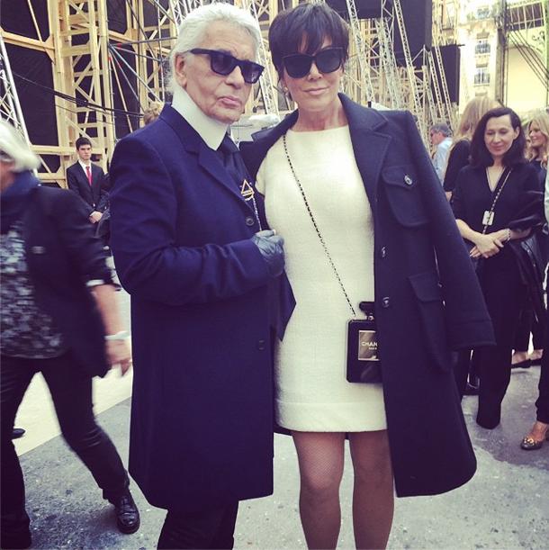 Kris Jenner et Karl Lagerfeld pour le défilé Chanel le 30 septembre 2014