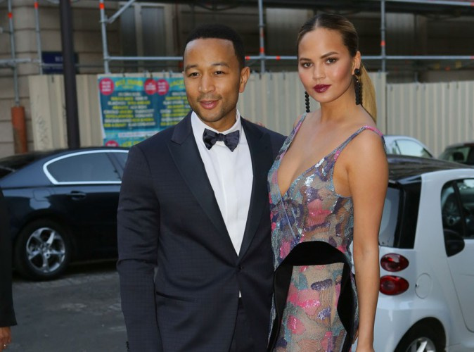 "Photos : Fashion Week : Chrissy Teigen et John Legend continuent leur ""lune de miel"" à Paris !"