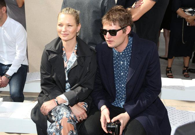 Kate Moss et son boyfriend au défilé Louis Vuitton à Paris ce jeudi 23 juin 2016