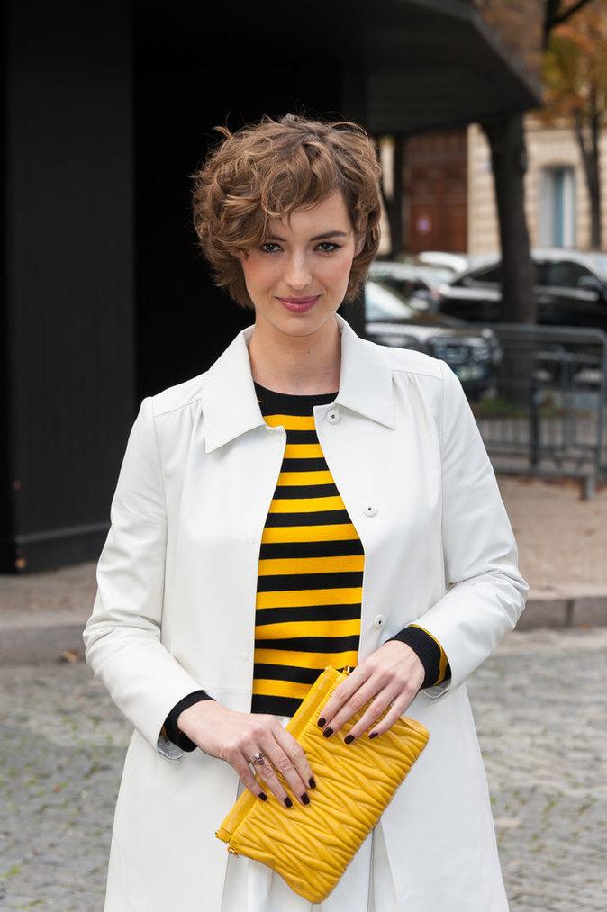 Louise Bourgoin au défilé Miu Miu le 7 octobre 2015