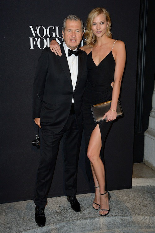 Karlie Kloss et le photographe Mario Testino au gala Vogue Foundation le 9 juillet 2014