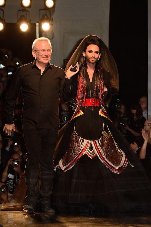 Photos : Fashion Week HC : Conchita Wurst : ses premiers pas pour le défilé Jean-Paul Gaultier !
