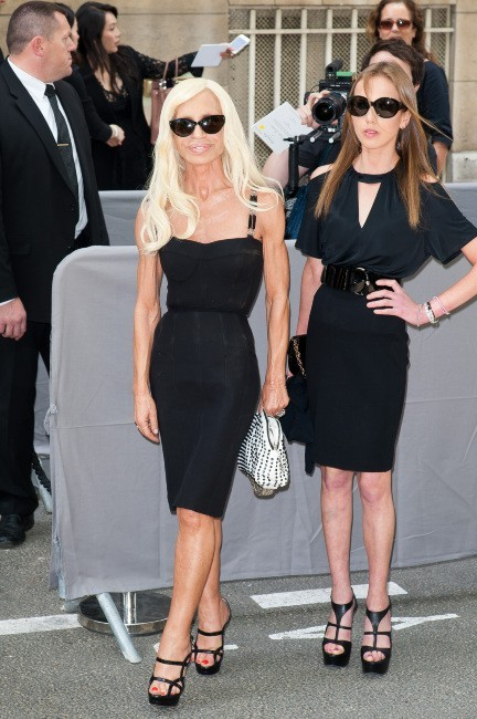 Donatella Versace et sa fille Allegra au défilé Dior Haute Couture à Paris, le 2 juillet 2012.
