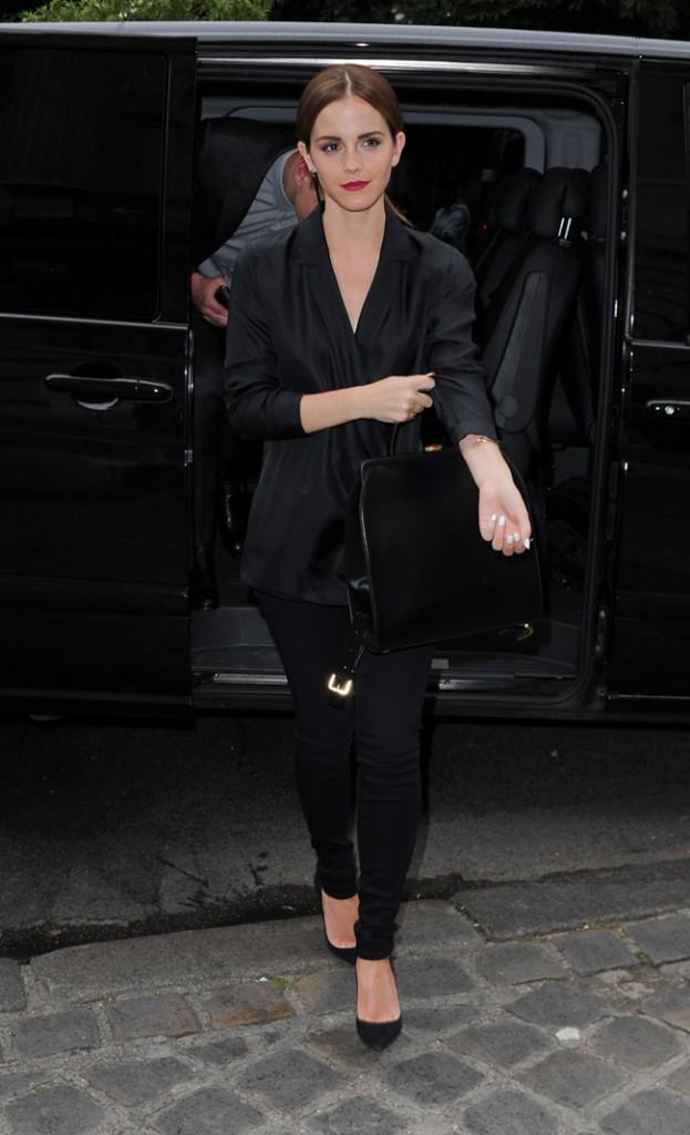 Emma Watson au défilé Haute-Couture Giambattista Valli organisé au Grand Palais de Paris le 7 juillet 2014