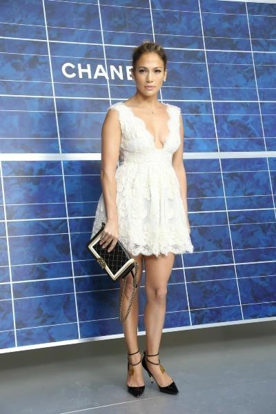 Jennifer Lopez lors du défilé Chanel à Paris, le 2 octobre 2012.