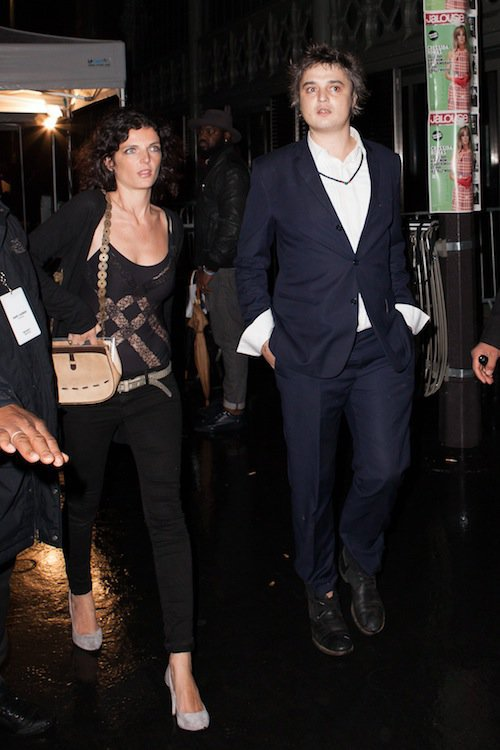 Pete Doherty au défilé Saint Laurent à Paris, le 5 octobre 2015