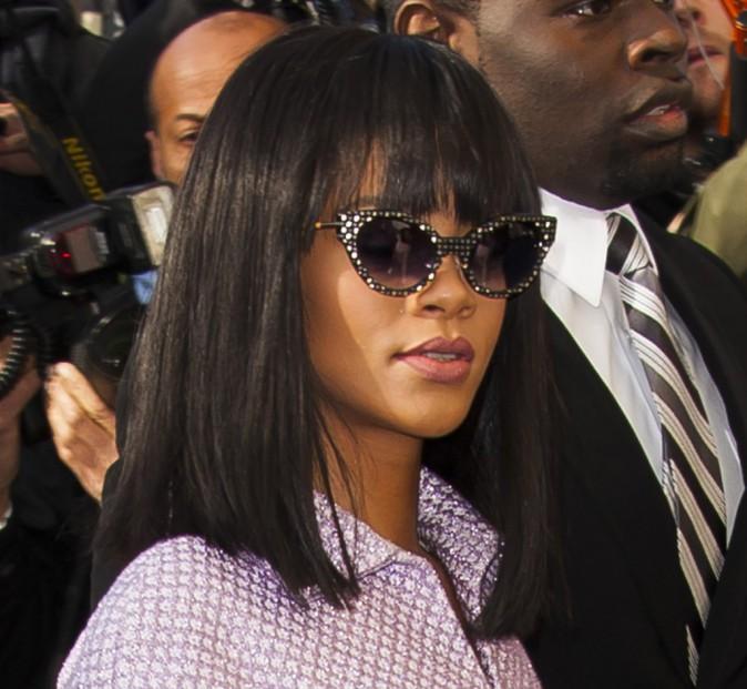 Rihanna arrive au défilé Chanel, le 4 mars 2014.