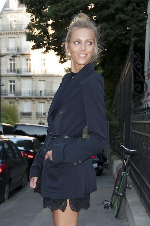 Anja Rubik à la soirée Vogue pendant la Fashion Week Haute Couture de Paris, le 6 juillet 2015