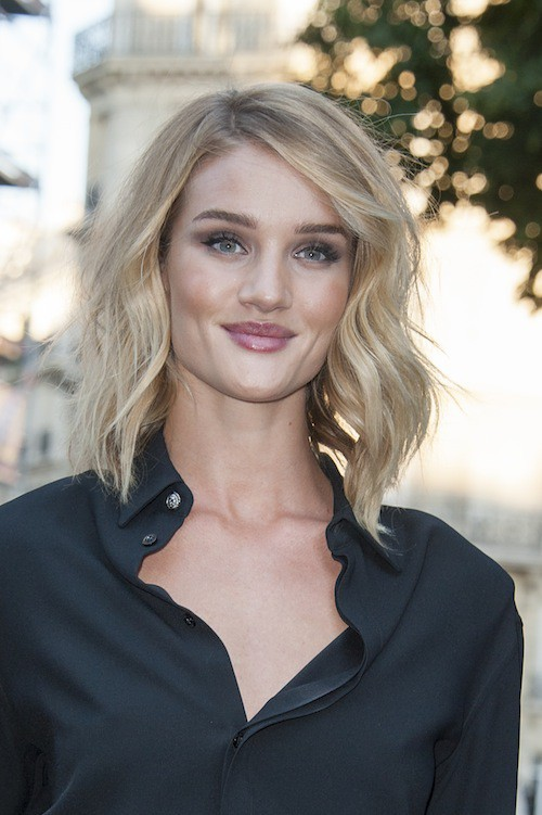 Rosie Huntington-Whiteley à la soirée Vogue pendant la Fashion Week Haute Couture de Paris, le 6 juillet 2015