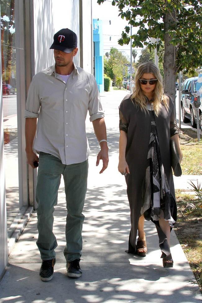 Fergie et Josh Duhamel en sortie shopping pour leur bébé à West Hollywood le 16 avril 2013