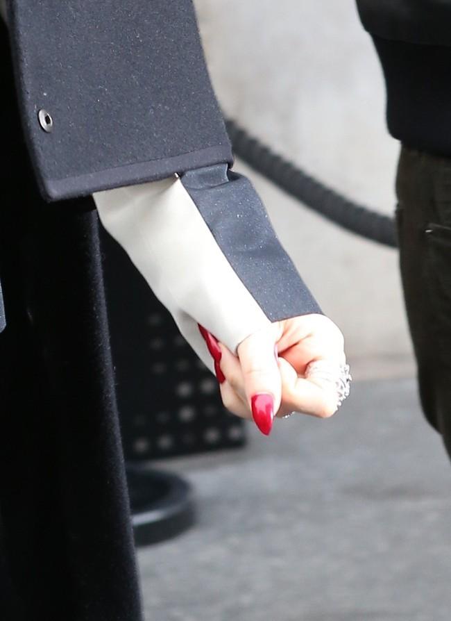 Fergie à la sortie de son hôtel le 28 février 2013