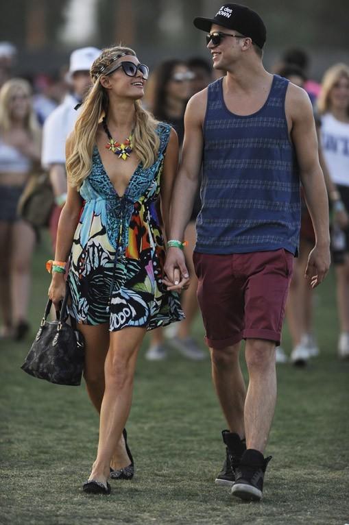 Paris Hilton et River Viiperi au Festival de Coachella le 12 avril 2013