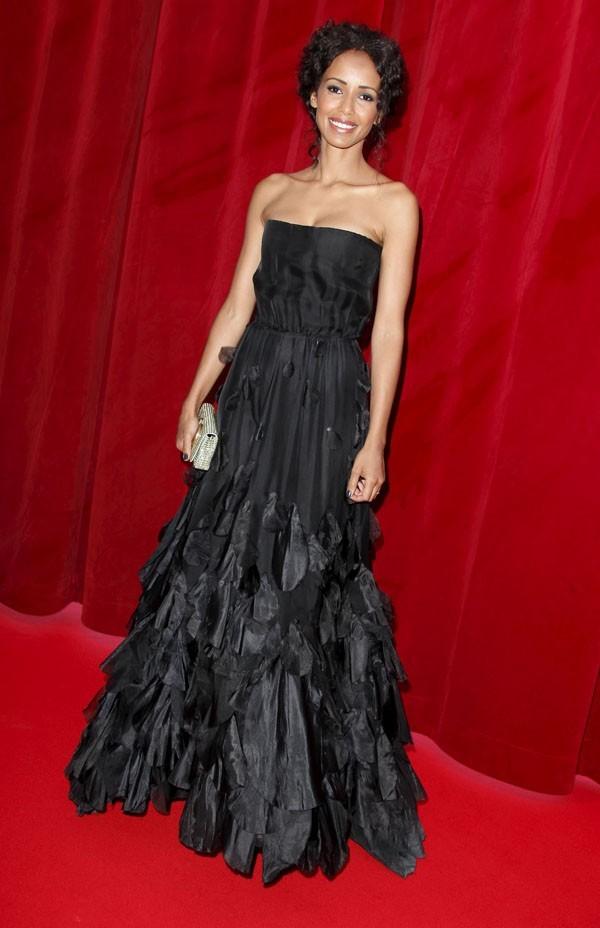 Sublime dans sa robe bustier noire !