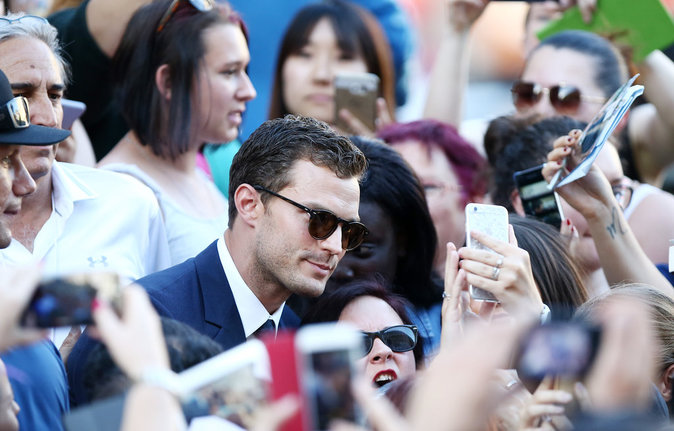 Photos : Fifty Shades Darker : Jamie Dornan et Dakota Johnson à la rencontre de leurs fans à Paris !