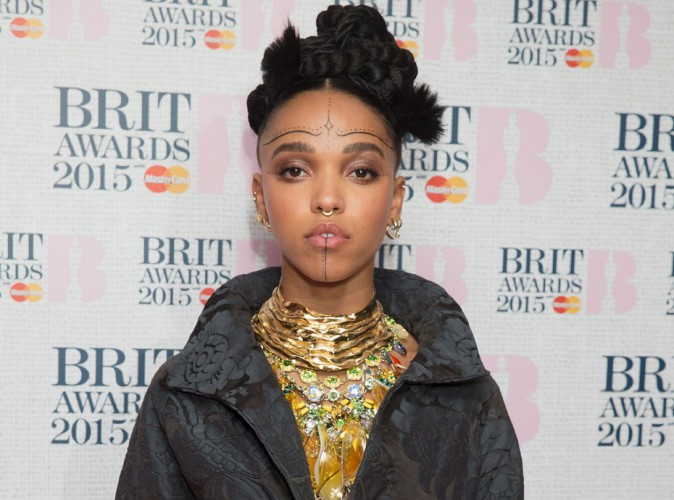 FKA Twigs : nouveau look improbable aux nominations des Brit Awards 2015 !
