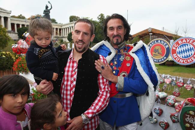 Franck Ribéry avec ses enfants à la fête de la bière organisée à Munich le 6 octobre 2013