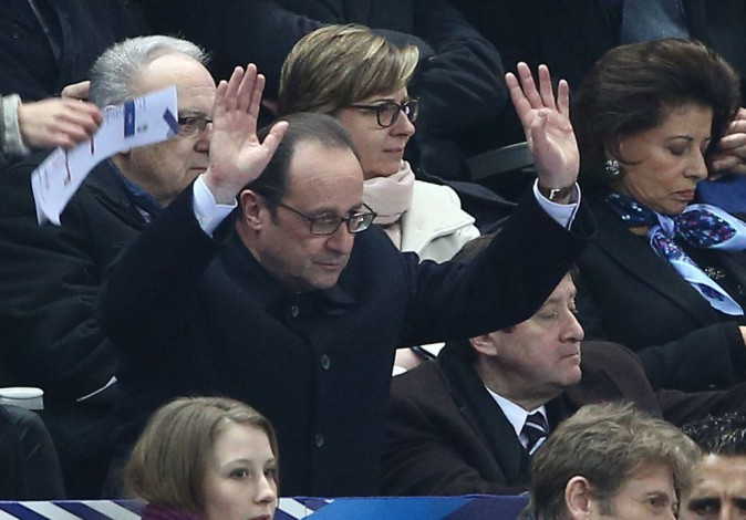 François Hollande fait la ola devant France-Brésil!