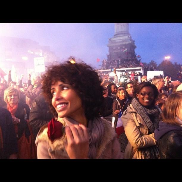 Sonia Rolland, heureuse et radieuse Place de la Bastille