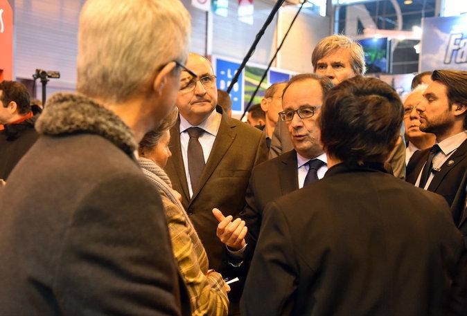 Photos : François Hollande : sifflets, insultes, une visite au Salon de l'Agriculture mouvementée !