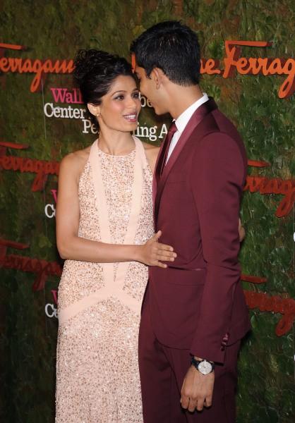 """Freida Pinto et Dev Patel lors du gala """"Wallis Annenberg Center for the Performing Arts"""" à Beverly Hills, le 17 octobre 2013."""