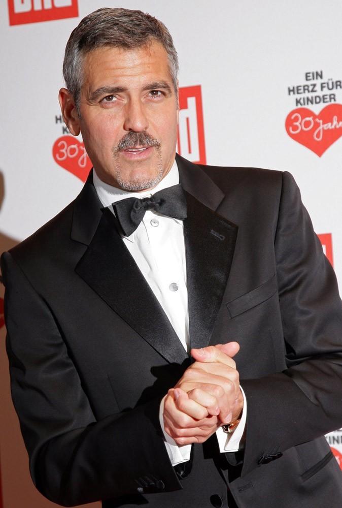 George Clooney en 2008, sexy la moustache ?