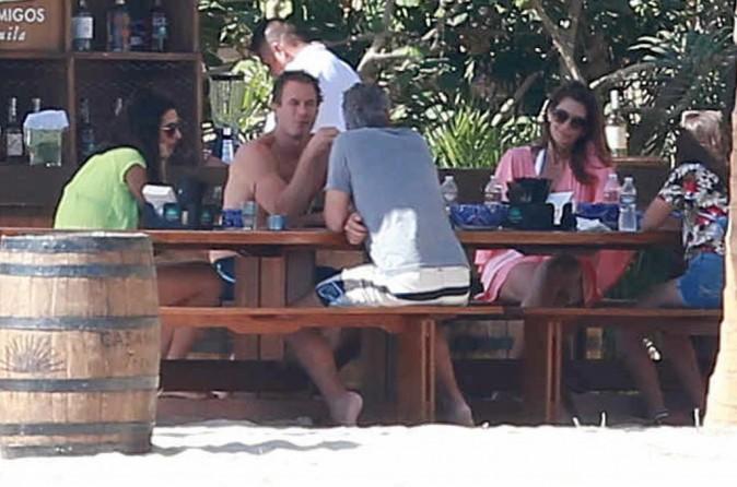Photos : George Clooney et Amal en vacances avec Cindy Crawford et sa famille !