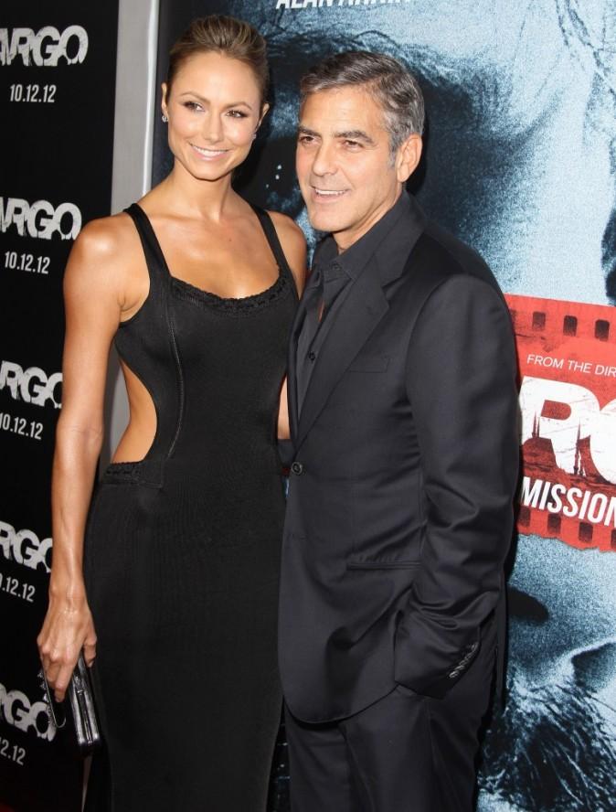George Clooney et Stacy Keibler lors de la première du film Argo à Beverly Hills, le 4 octobre 2012.