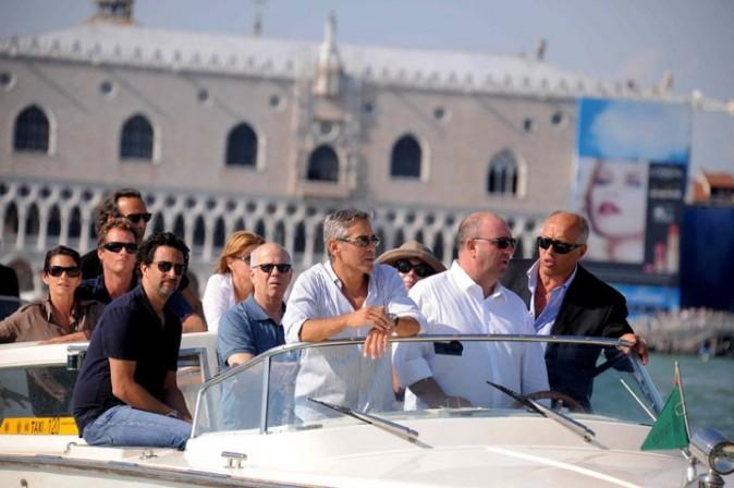 Avec une bande de potes, il visite Venise !
