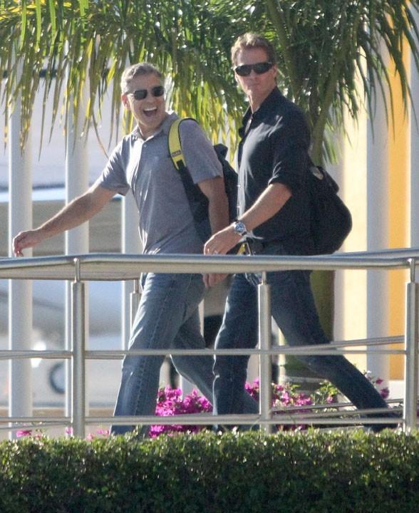 George Clooney, Stacy Keibler, Cindy Crawfod et Rande Gerber à leur arrivée à San Cabo le 21 novembre 2012