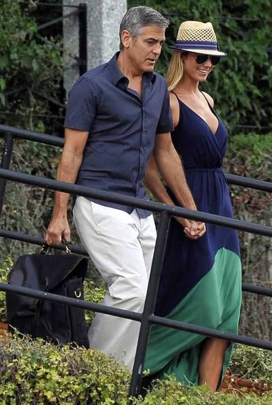 George Clooney toujours en vacances avec Stacy