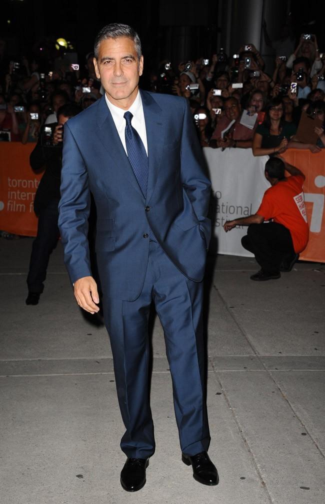 George Clooney, élégantissime pour présenter son dernier film !