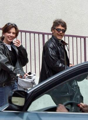 Ce qu'il aime ? Leur faire faire un tour de moto !