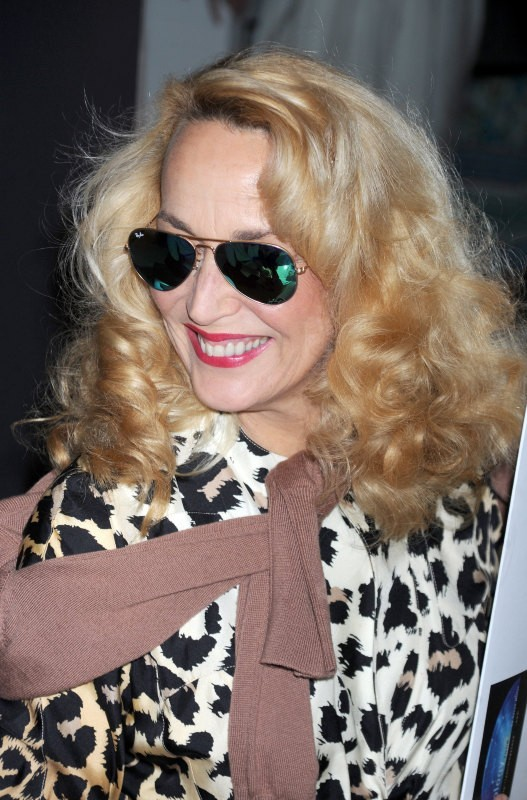 Jerry Hall en promo pour la marque Sunglass Hut à New York, le 2 mai 2013.