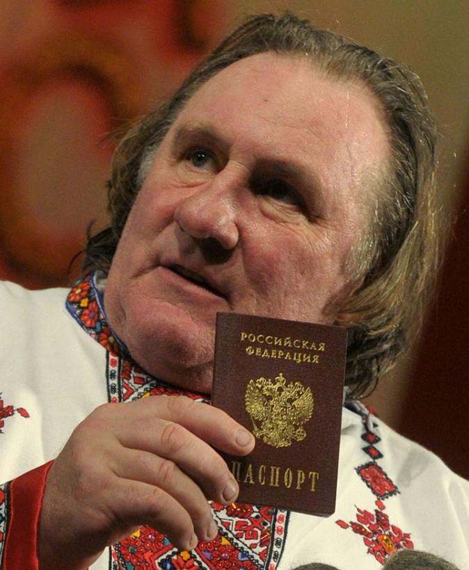 Photos : Gérard Depardieu : très fier de son nouveau passeport russe !