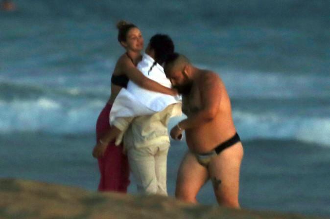 Gigi Hadid et Joe Jonas sur la plage de Los Angeles