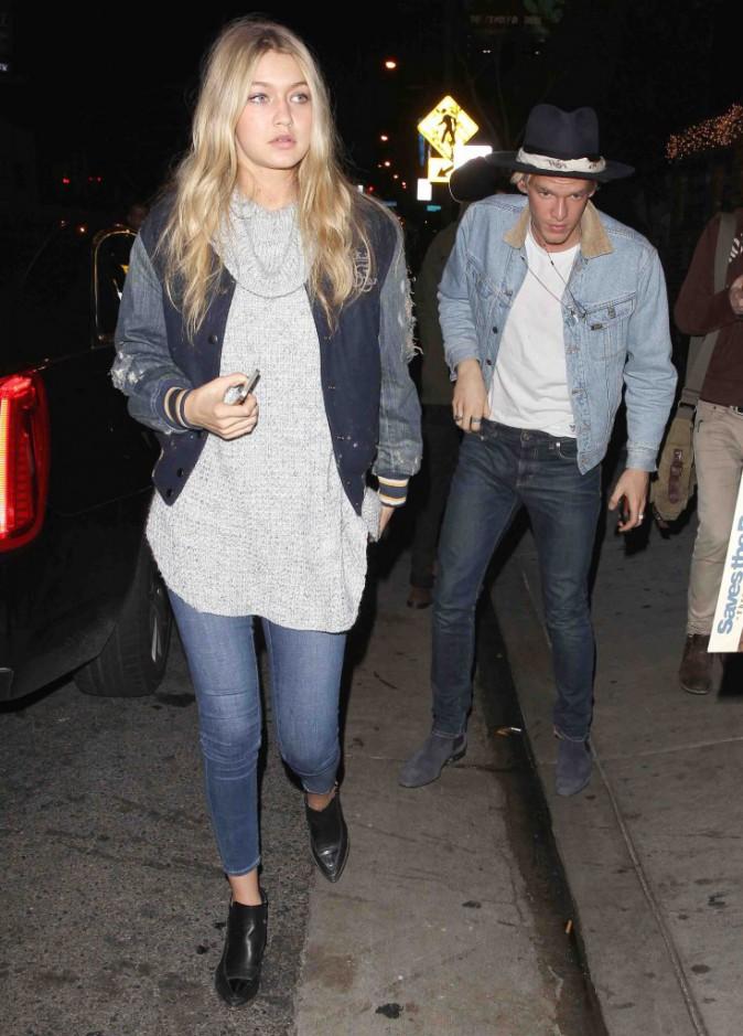 Gigi Hadid : presque assortie à Cody Simpson pour une soirée rock !